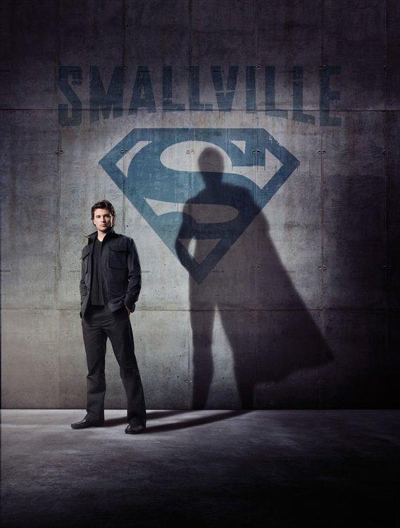 affiche-smallville.thumb.jpg.0b82e384886e7bc32726e873b651bcd3.jpg