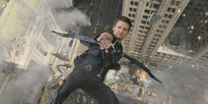 Hawkeye-aiming-at-camera-while-falling-off-a-building.jpg.42c7714dd6d1a09162c36f5c3a9d4ba6.jpg